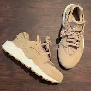 Nike Air Huarache Run Mushroom 7.5 Womens